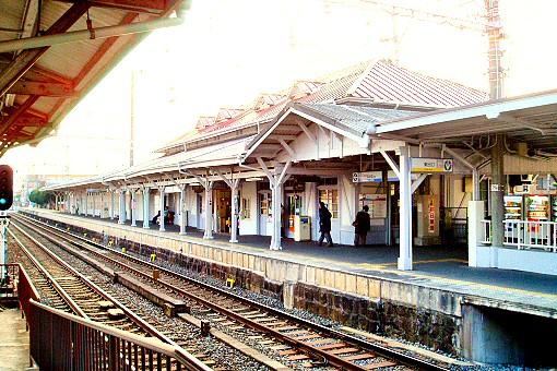 浜寺公園駅舎(線路側)